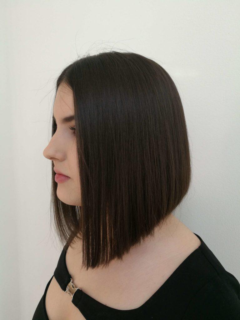 A short bob hair