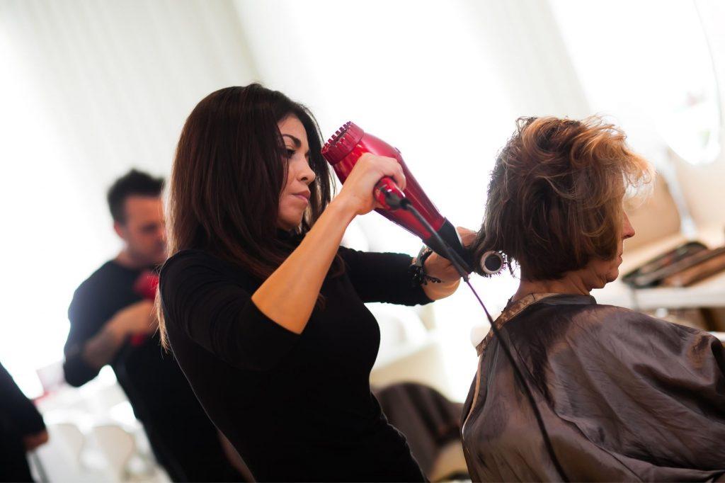 A professional women doing texturizing