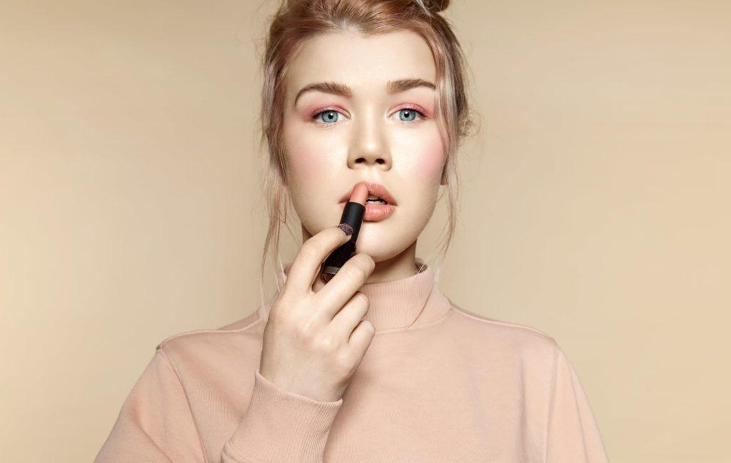 The Monochrome Makeup Trend-min