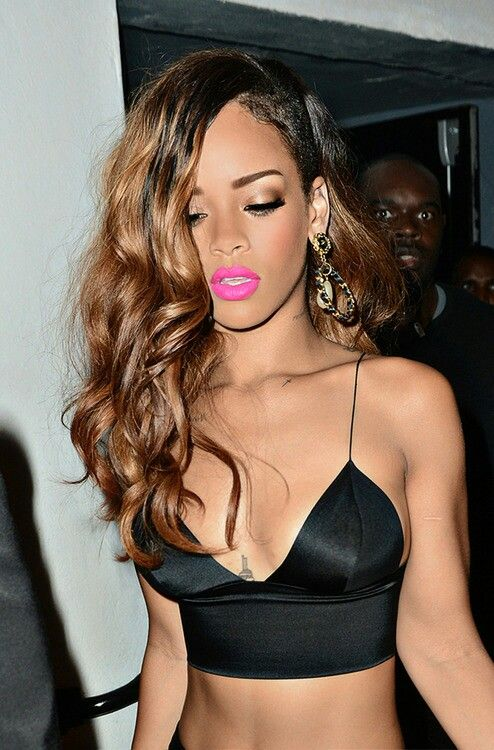 rihanna fuchsia lip color