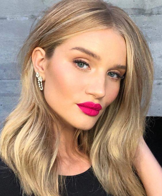 Celebrity wearing fushsia lipstick