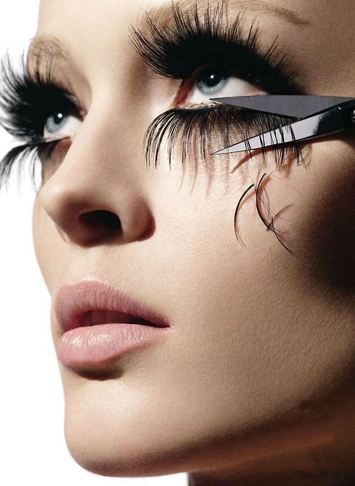 Your Guide On How To Safely Remove Eyelash Extensions at Home