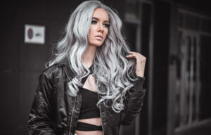 We're Obsessing Over These Gorgeous Grey Hair Styles For Summer