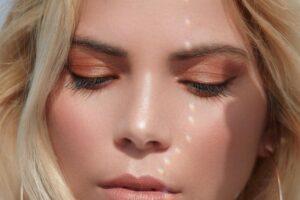 Women's Brown Under Eye Make up
